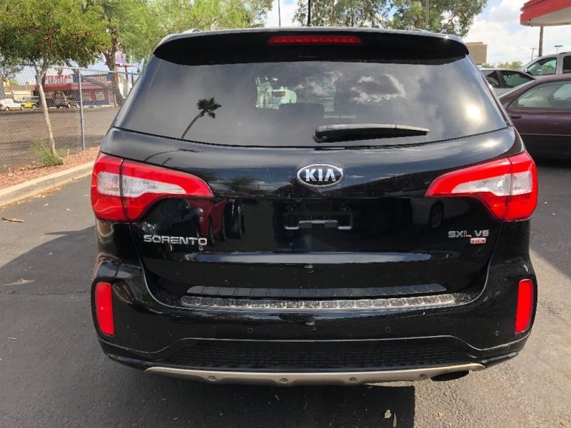 Kia Sorento 2014 price $15,550