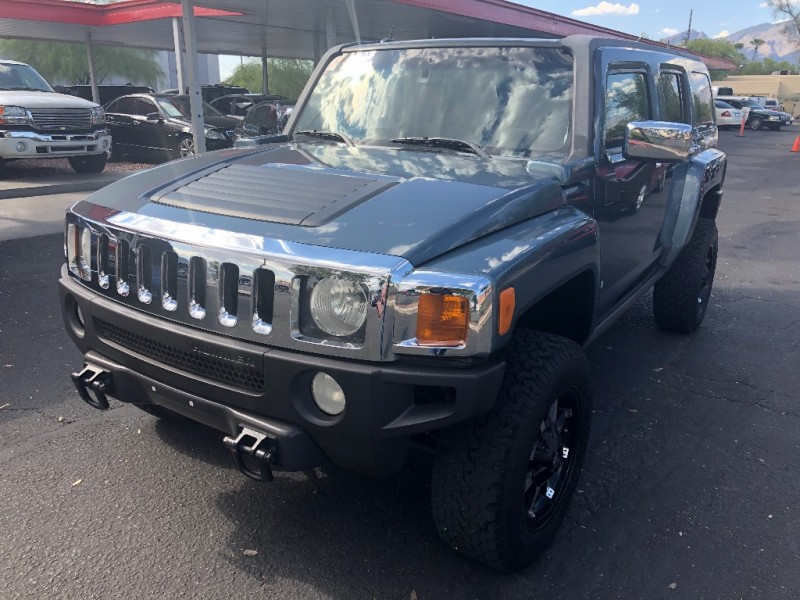Hummer H3 2006 price $8,490