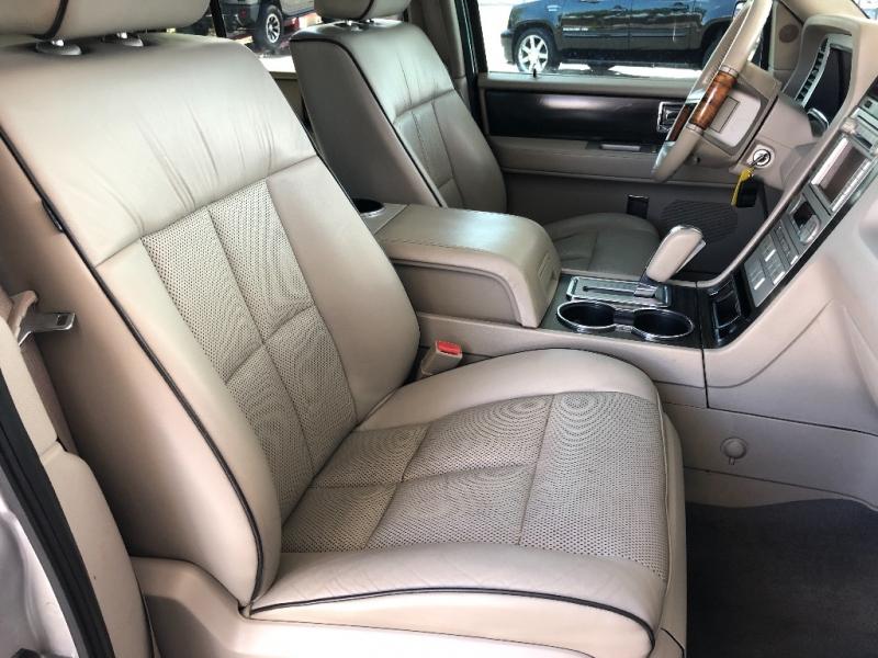 Lincoln Navigator 2007 price $10,990