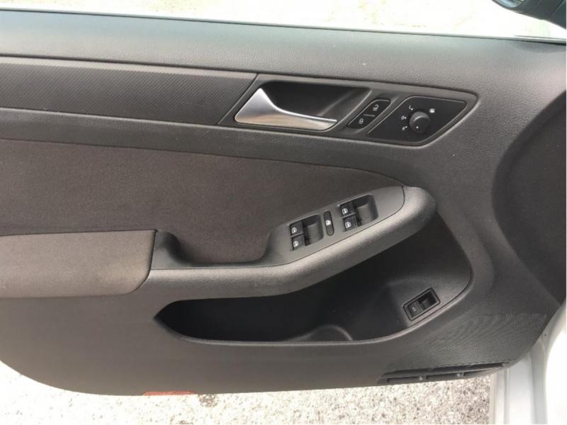 Volkswagen Jetta 2012 price $8,950