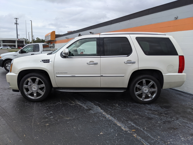 Cadillac Escalade 2011 price $15,690