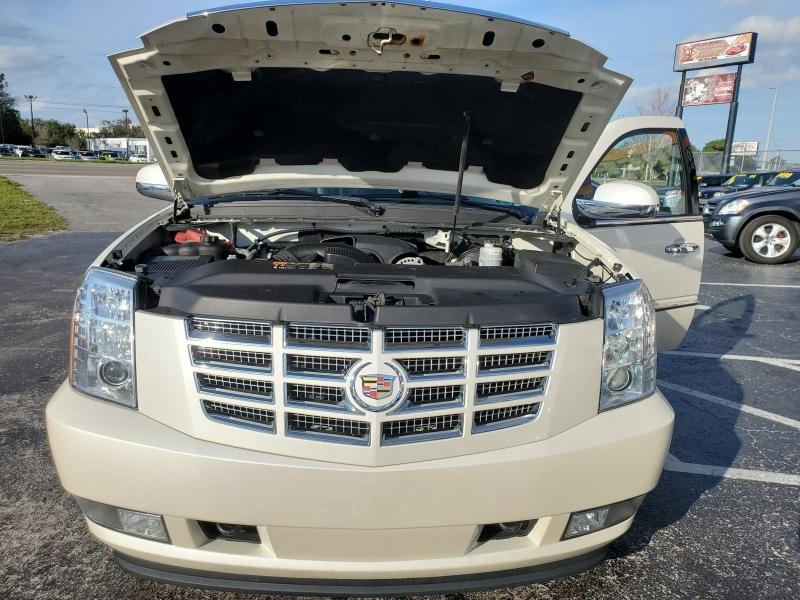 Cadillac Escalade 2011 price $14,890