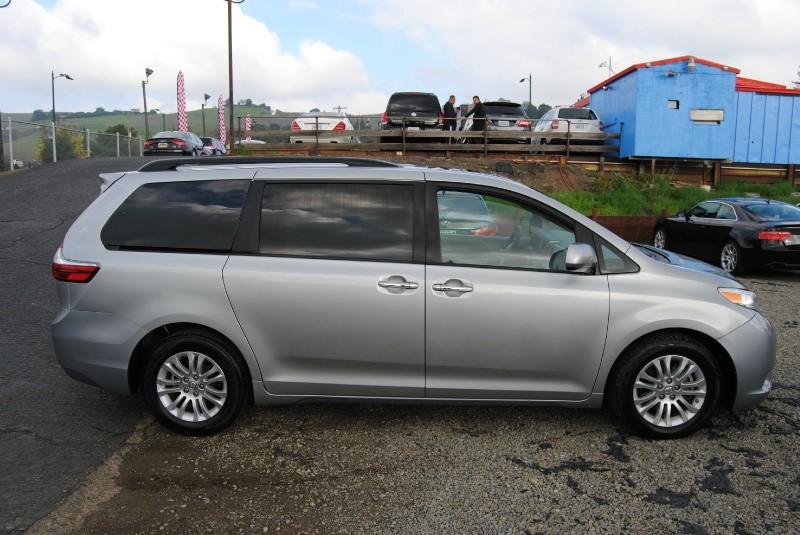 Toyota Sienna 2016 price $17,888