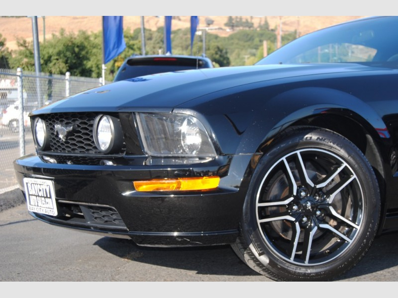 Ford Mustang 2005 price $8,688