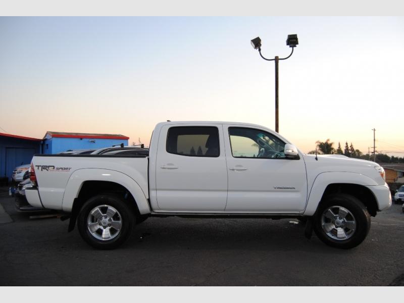 Toyota Tacoma 2015 price $22,888