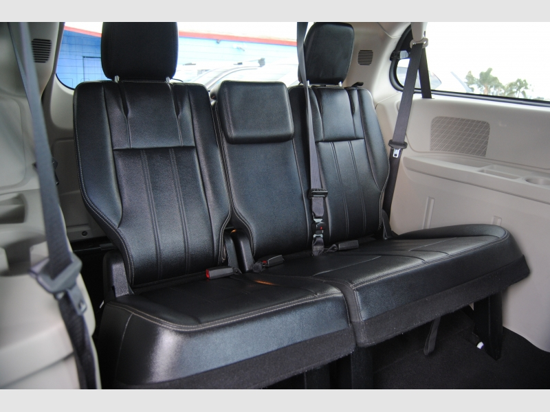 Chrysler Town & Country 2014 price $10,888