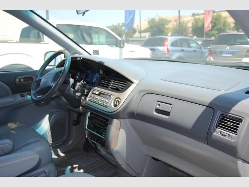 Toyota Sienna 2001 price $4,888