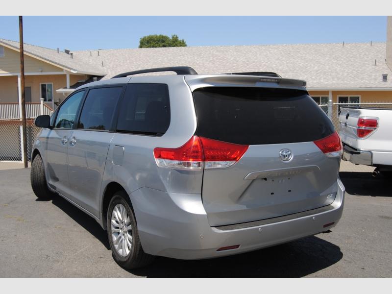 Toyota Sienna 2014 price $17,888