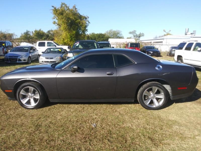 Dodge Challenger 2016 price $15,995