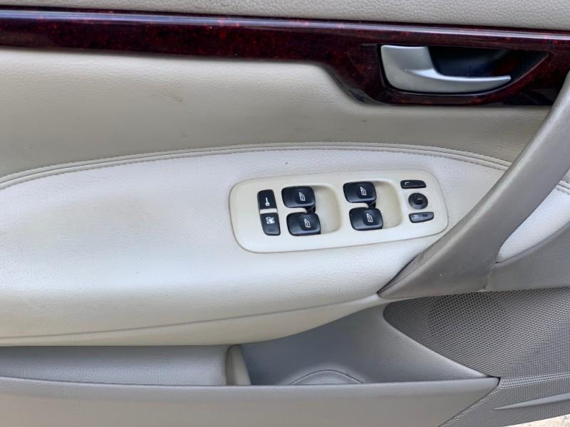Volvo S60 2004 price $3,950