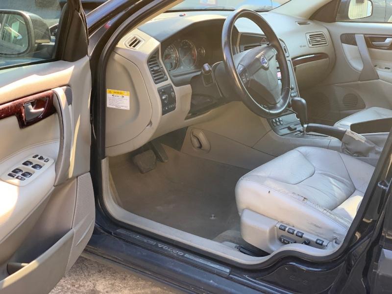 Volvo S60 2004 price $2,750