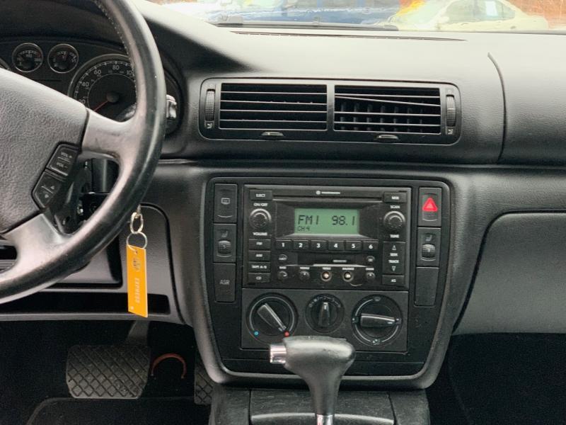 Volkswagen Passat 2002 price $4,050