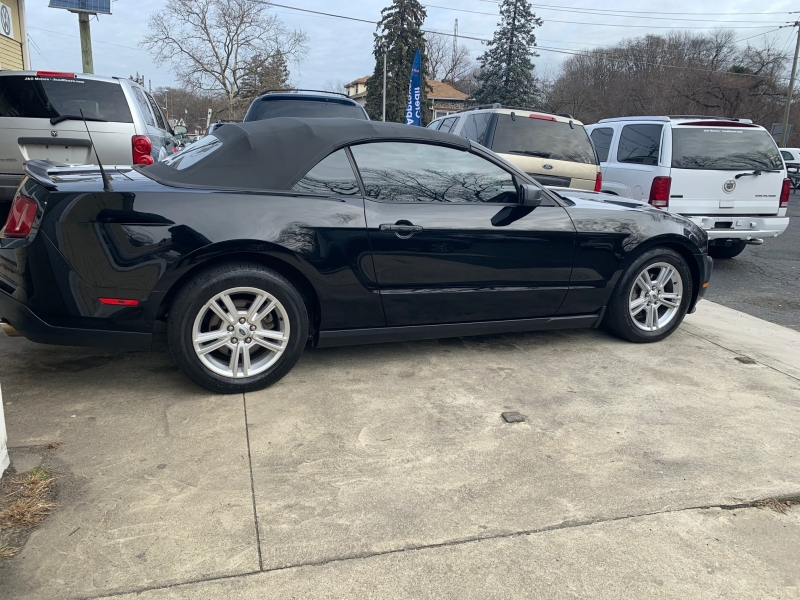 Ford Mustang 2010 price $5,950