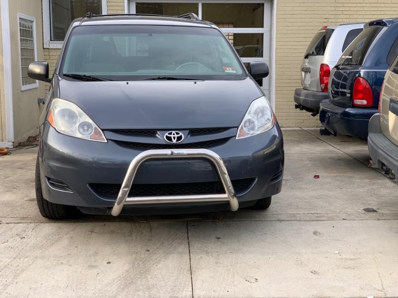 Toyota Sienna 2010 price $6,550