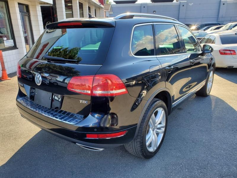 Volkswagen Touareg 2012 price $21,888
