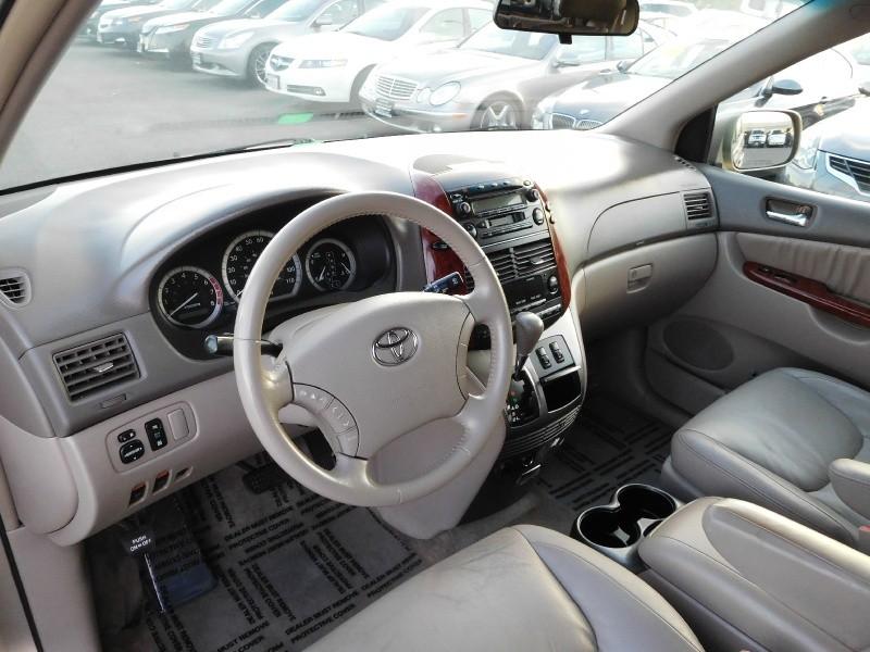 Toyota Sienna 2005 price $8,995