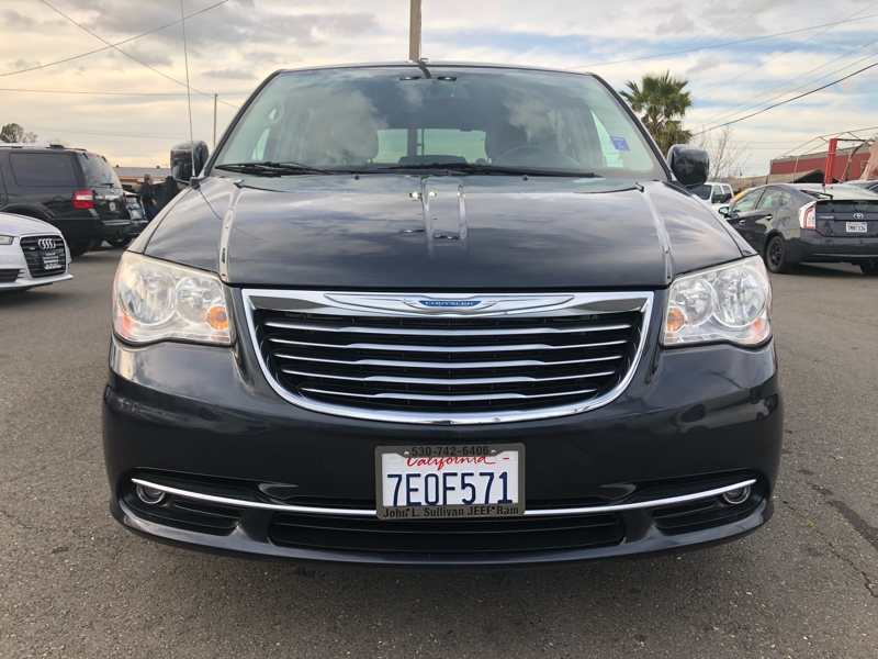Chrysler Town & Country 2014 price $12,495