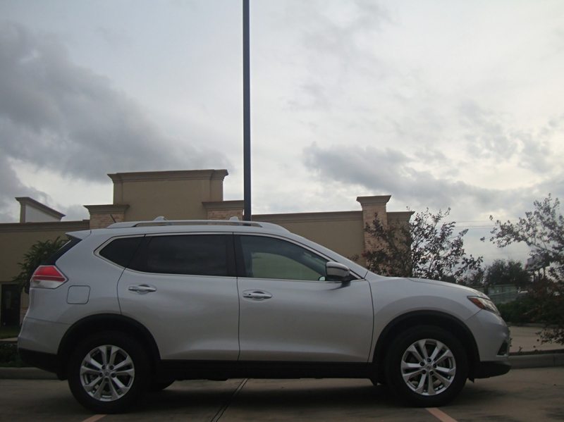 Nissan Rogue 2016 price $14,550