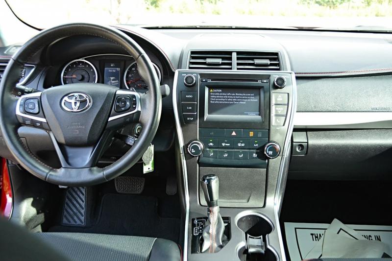 Toyota Camry 2017 price $19,225