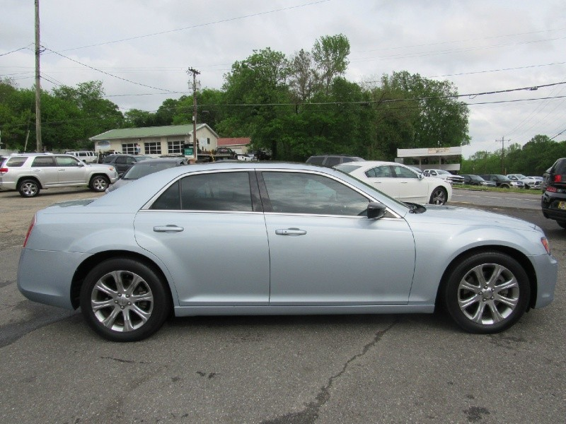 Chrysler 300 2013 price $14,900