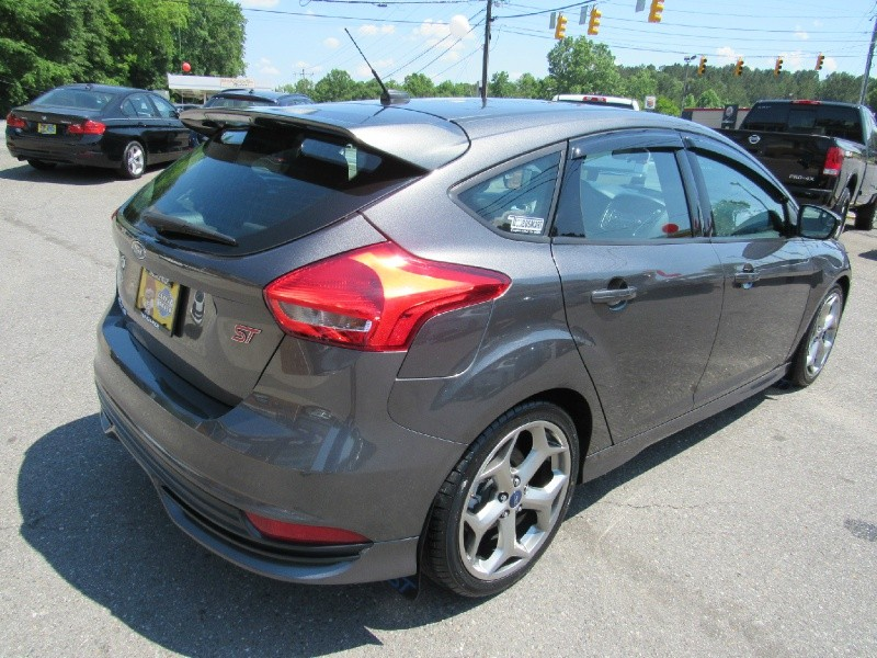 Ford Focus 2016 price $17,900
