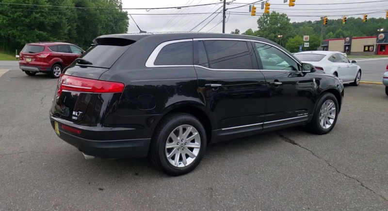 Lincoln MKT 2015 price $18,900