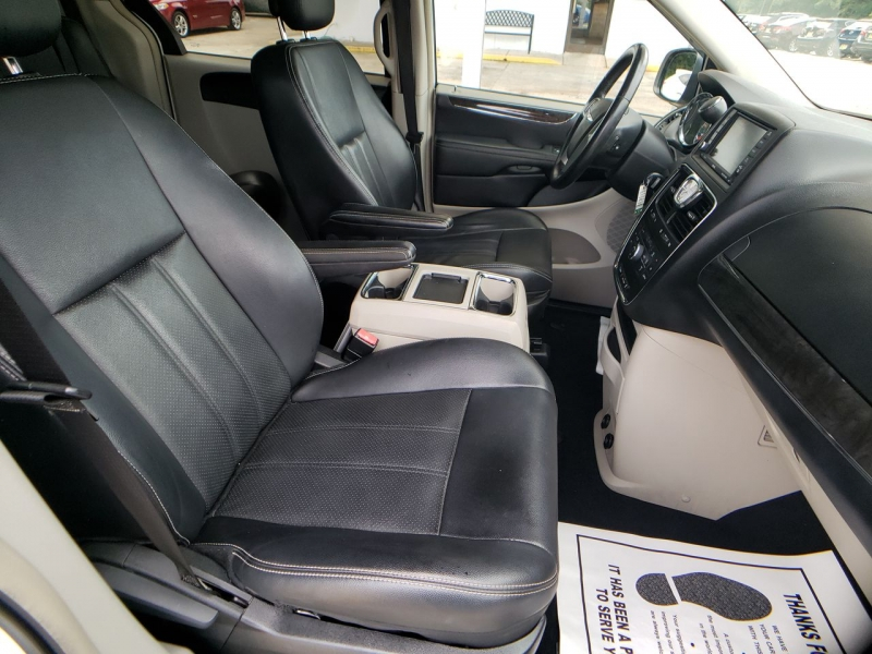 Chrysler Town & Country 2012 price $11,800
