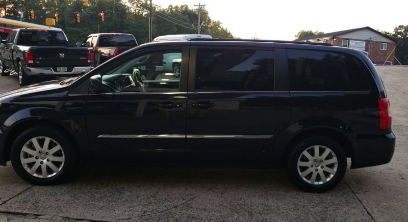 Chrysler Town & Country 2014 price $11,900
