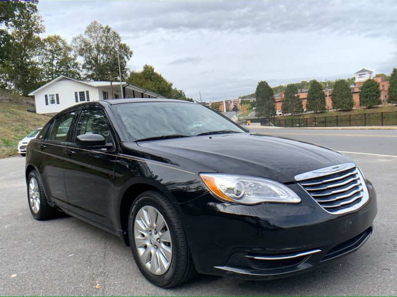 Chrysler 200 2013 price $7,400