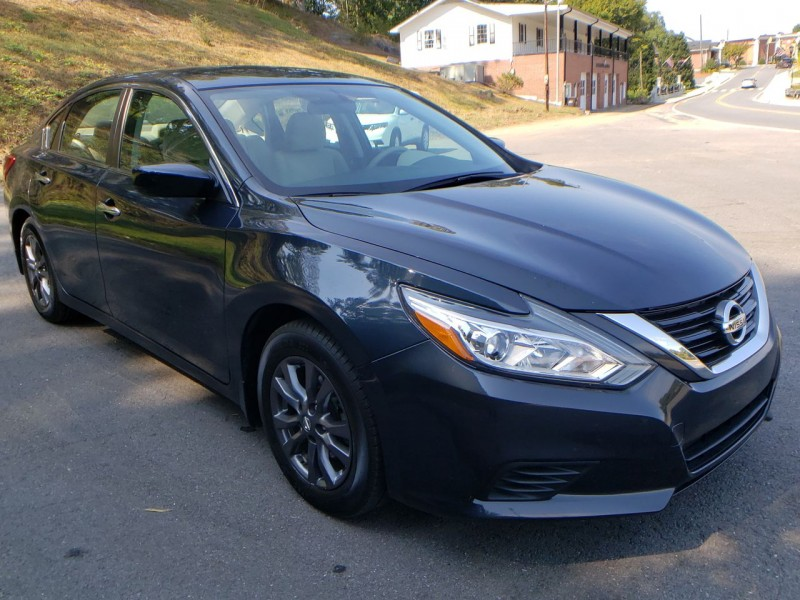 Nissan Altima 2016 price $12,900