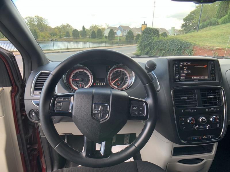 Dodge Grand Caravan 2016 price $12,900
