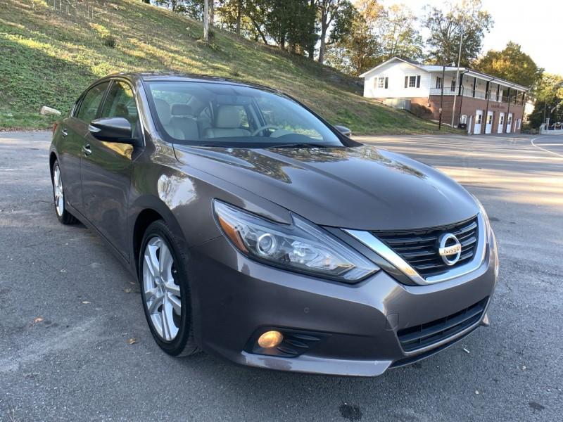 Nissan Altima 2016 price $15,800