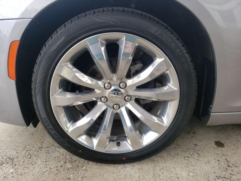 Chrysler 300 2018 price $18,900