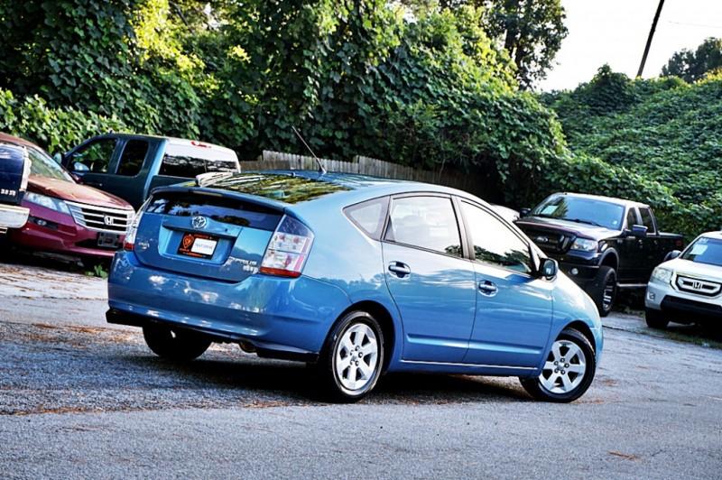 Toyota Prius 2005 price $4,900
