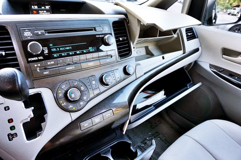 Toyota Sienna 2011 price $10,950