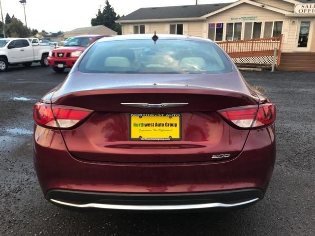 Chrysler 200 2015 price $10,980