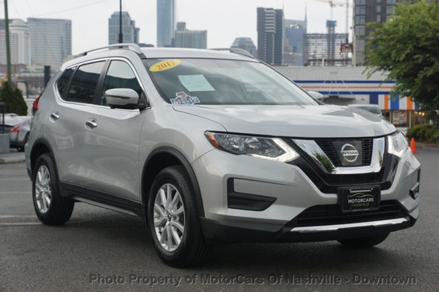 Nissan Rogue 2017 price $18,999