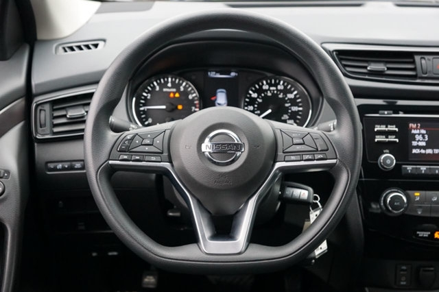 Nissan Rogue Sport 2017 price $14,998