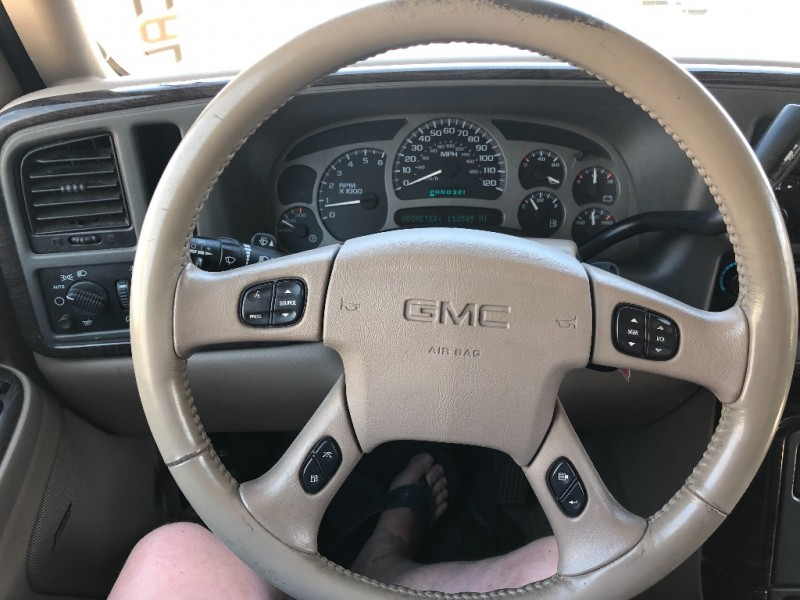 GMC YUKON DENALI AWD 3rd Row Seats 2004 price $5,700