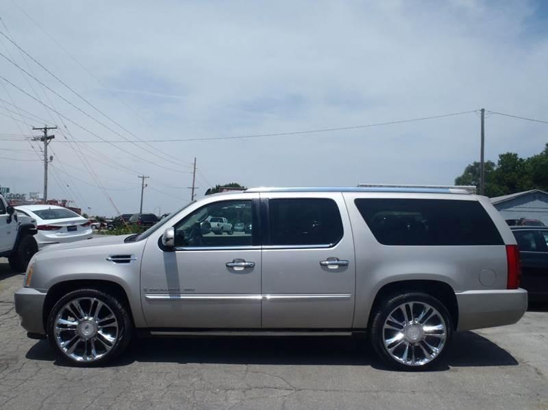 2007 Cadillac Escalade ESV AWD 4dr SUV - Inventory | Hubbell Motors Inc | Auto dealership in Des ...