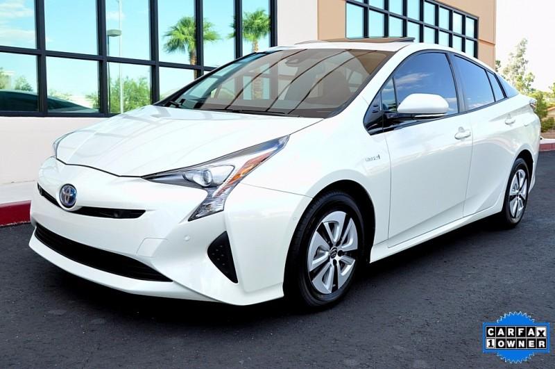 2016 Toyota Prius Four - Navigation - Sunroof