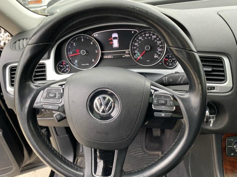 Volkswagen Touareg 2012 price $9,400