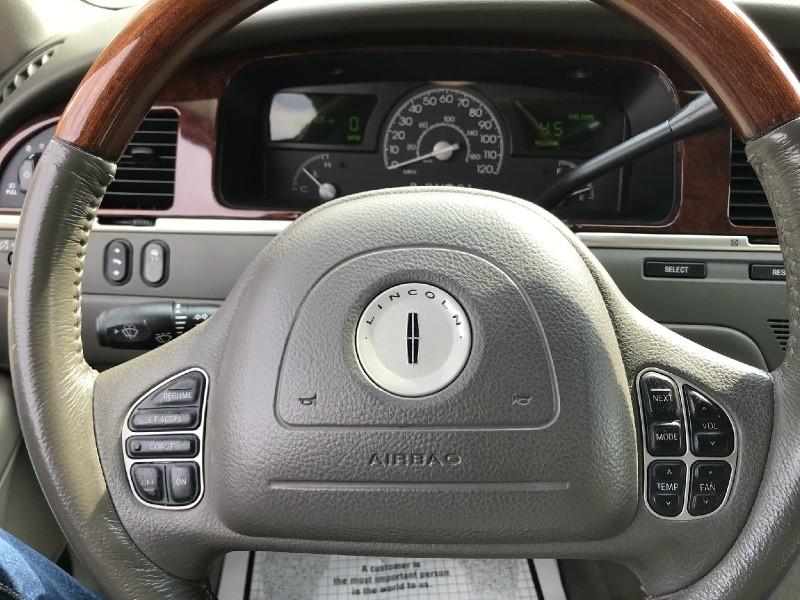 Lincoln Town Car 2003 price $4,995 Cash