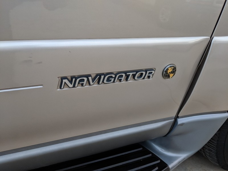 Lincoln Navigator 2002 price $3,198 Cash