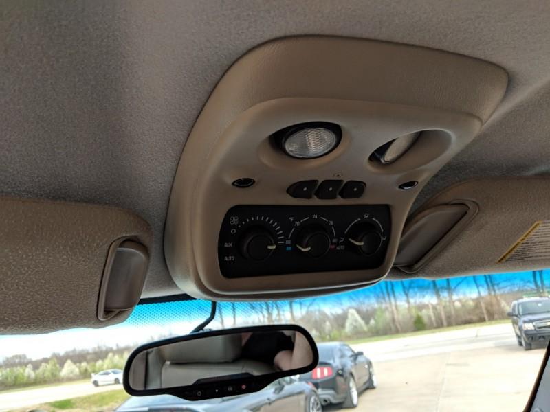 Chevrolet Tahoe 2004 price $3,998 Cash