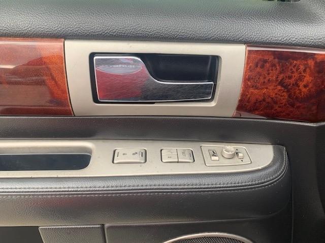 Lincoln Navigator 2006 price $4,400 Cash