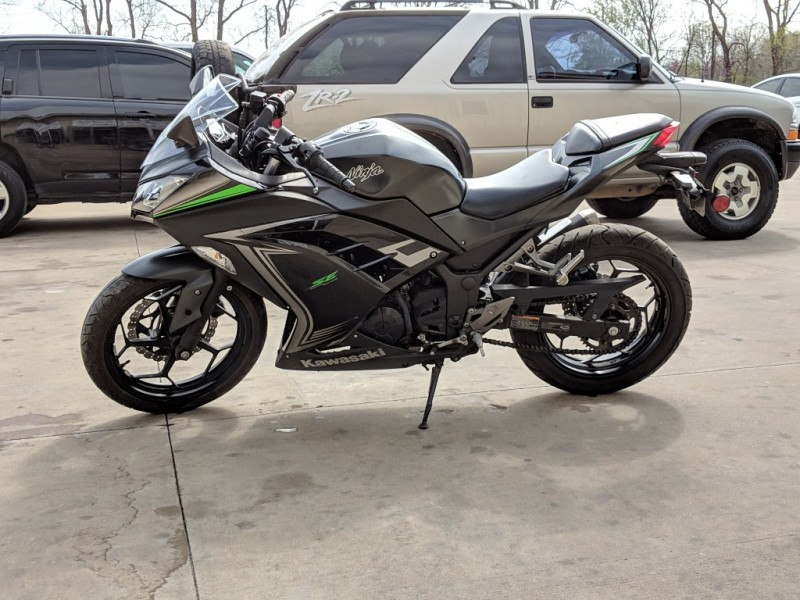 Kawasaki NINJA 300 2016 price $3,000 Cash