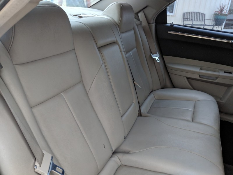 Chrysler 300 2005 price $2,500 Cash