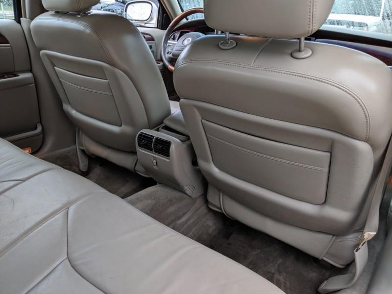 Lincoln Town Car 2004 price $2,500 Cash