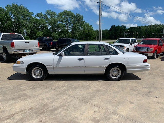 Ford Crown Victoria 1993 price $2,900 Cash